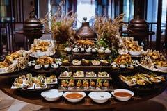 Να δειπνήσει τομέα εστιάσεως γευμάτων μπουφέδων κουζίνας μαγειρική έννοια κόμματος εορτασμού τροφίμων Στοκ Φωτογραφίες
