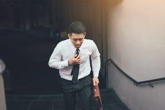 Να δημιουργήσει επιχειρηματιών βιασύνη στην εργασία στο γραφείο στοκ φωτογραφία με δικαίωμα ελεύθερης χρήσης