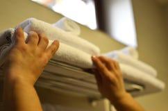 Να είσαι ίσο με κοριτσιών πετσέτες Στοκ φωτογραφίες με δικαίωμα ελεύθερης χρήσης