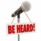 Να είστε ακουσμένη άποψη Γνώμης μεριδίου ομιλίας μικροφώνων δημόσια Στοκ Εικόνα