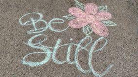 Να είστε ακόμα Driveway λουλούδι καλλιγραφίας τέχνης κιμωλίας στοκ φωτογραφία με δικαίωμα ελεύθερης χρήσης