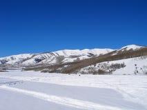 να είστε απολύτως ευτυχής ακούει το ι εάν τα βουνά εικόνας ευχαριστούν χρησιμοποιημένος όπου ο χειμώνας εσείς Στοκ Φωτογραφία