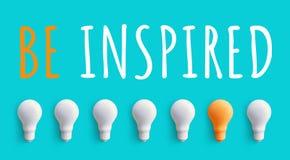 Να είστε εμπνευσμένο μήνυμα με τη λάμπα φωτός ιδέες επιχειρησιακής δημιουργικότητας απεικόνιση αποθεμάτων