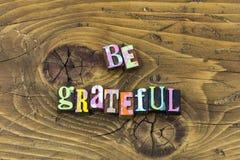 Να είστε ευγνώμον ευτυχές ευγνώμον είδος σας ευχαριστεί τυπωμένη ύλη τυπογραφίας στοκ εικόνες