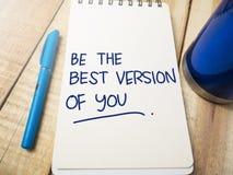 Να είστε η καλύτερη έκδοση σας, κινητήρια έννοια αποσπασμάτων λέξεων στοκ εικόνες με δικαίωμα ελεύθερης χρήσης
