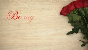 Να είστε η φράση βαλεντίνων και η δέσμη τριαντάφυλλών μου που απομονώνονται στο ξύλινο υπόβαθρο, αγάπη απεικόνιση αποθεμάτων