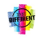 Να είστε διαφορετική δήλωση κινήτρου Δημιουργική έννοια σημαδιών τυπογραφίας Grunge διανυσματική Στοκ φωτογραφίες με δικαίωμα ελεύθερης χρήσης