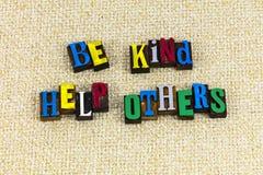Να είστε καλή βοήθεια άλλοι που βοηθούν τον εθελοντή στοκ φωτογραφία
