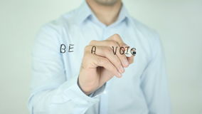 Να είστε μια φωνή όχι μια ηχώ, γράφοντας στη διαφανή οθόνη απόθεμα βίντεο