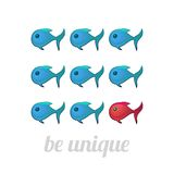 Να είστε μοναδική έννοια, μπλε και κόκκινα ψάρια Στοκ φωτογραφία με δικαίωμα ελεύθερης χρήσης