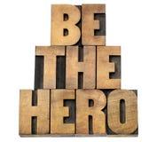 Να είστε ο ήρωας στον ξύλινο τύπο στοκ εικόνα