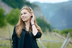 να είστε ο όμορφος Μαύρος μπορεί να ανθίσει το αφαιρούμενο απεικόνιση διανυσματικό λευκό τριχώματος κοριτσιών Στοκ φωτογραφίες με δικαίωμα ελεύθερης χρήσης