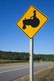 Να είστε προσεκτικός! Αγρότες στα τρακτέρ! στοκ φωτογραφίες