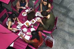 Να δειπνήσει ομάδας ανθρώπων έννοια στοκ εικόνες με δικαίωμα ελεύθερης χρήσης