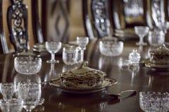 να δειπνήσει πρόστιμο Σουπιέρα που τοποθετείται στον επίσημο καθορισμένο πίνακα Στοκ φωτογραφίες με δικαίωμα ελεύθερης χρήσης