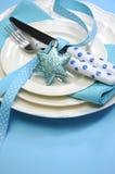 Να δειπνήσει Χαρούμενα Χριστούγεννας Aqua μπλε ρύθμιση επιτραπέζιων θέσεων - κατακόρυφος Στοκ εικόνα με δικαίωμα ελεύθερης χρήσης