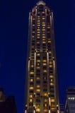 Να εξετάσει επάνω τους ουρανοξύστες και τις προσόψεις Στοκ εικόνες με δικαίωμα ελεύθερης χρήσης