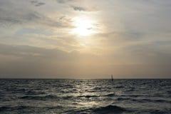 Να εξισώσει την ηλιόλουστη θάλασσα στοκ φωτογραφία με δικαίωμα ελεύθερης χρήσης