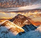 Να εξισώσει τη χρωματισμένη άποψη του όρους Έβερεστ από τη Kala Patthar Στοκ φωτογραφίες με δικαίωμα ελεύθερης χρήσης