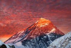 Να εξισώσει τη χρωματισμένη άποψη Everest από την κοιλάδα gokyo Στοκ Φωτογραφία