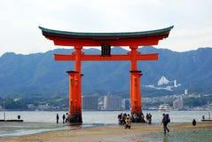 να επιπλεύσει Ιαπωνία torii miyajima Στοκ Φωτογραφίες
