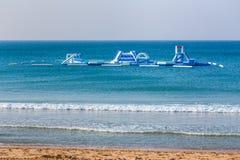 Να επιπλεύσει playset στη θάλασσα για τους κολυμβητές διακοπών Στοκ εικόνα με δικαίωμα ελεύθερης χρήσης