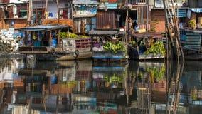 Να επιπλεύσει αγορά με την αντανάκλαση στο νερό Στοκ Φωτογραφία