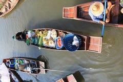 να επιπλεύσει αγορά Ταϊλά&n Στοκ εικόνες με δικαίωμα ελεύθερης χρήσης