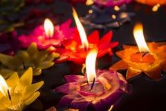 Να επιπλεύσει λουλουδιών κεριών Στοκ εικόνες με δικαίωμα ελεύθερης χρήσης