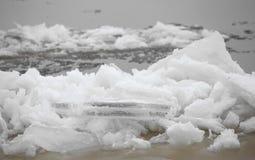 Να επιπλεύσει του επιπλέοντος πάγου κοντά Στοκ φωτογραφίες με δικαίωμα ελεύθερης χρήσης