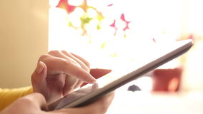 Να εργαστεί γρήγορα στην ψηφιακή ταμπλέτα - timelapse απόθεμα βίντεο