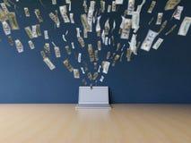 Να εργαστεί on-line στο lap-top που κάνει τα χρήματα απόκτησης Στοκ Φωτογραφίες