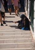να ικετεύσει τα γυναικ&epsi Στοκ φωτογραφία με δικαίωμα ελεύθερης χρήσης