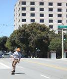 Να κάνει σκέιτ μπορντ τις οδούς του Σαν Φρανσίσκο Στοκ φωτογραφίες με δικαίωμα ελεύθερης χρήσης
