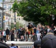 Να κάνει σκέιτ μπορντ το διαγωνισμό Go την ημέρα σαλαχιών στο τετράγωνο νίκης, Βανκούβερ, Π.Χ., Καναδάς στοκ εικόνες