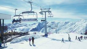 Να κάνει σκι ανθρώπων βουνά φιλμ μικρού μήκους