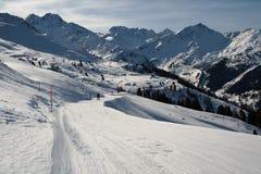 Να κάνει σκι διαδρομή στις Άλπεις Στοκ Εικόνες