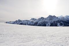 Να κάνει σκι ζώνη στο βουνό χιονιού στους δολομίτες, Ιταλία Στοκ Φωτογραφία