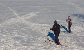 Να κάνει σκι ομάδας ανθρώπων Στοκ φωτογραφία με δικαίωμα ελεύθερης χρήσης