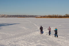 Να κάνει σκι ομάδας ανθρώπων Στοκ Φωτογραφία