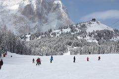 Να κάνει σκι δολομιτών θέρετρο Στοκ Φωτογραφίες
