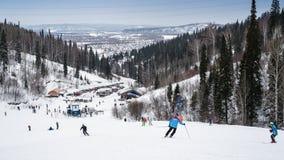 Να κάνει σκι προς τα κάτω στη Ρωσία Στοκ Εικόνες