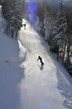 Να κάνει σκι, σκιέρ, Freeride στις καλλωπισμένες κλίσεις Στοκ Εικόνα