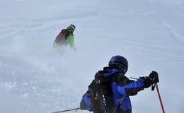 να κάνει σκι σκονών χιόνι στοκ φωτογραφία
