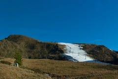 Να κάνει σκι στην τεχνητή διαδρομή Στοκ Εικόνες