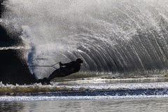 Να κάνει σκι ύδατος μαύρος άσπρος αθλητισμός αντίθεσης κοριτσιών Στοκ φωτογραφία με δικαίωμα ελεύθερης χρήσης