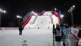 Να κάνει σκι Mogul Παγκόσμιο Κύπελλο στη Μόσχα Ρωσία Ανταγωνισμός δύο αθλητικών τύπων φιλμ μικρού μήκους