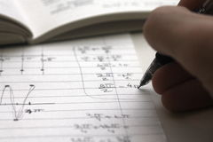 να κάνει την εργασία του math Στοκ φωτογραφία με δικαίωμα ελεύθερης χρήσης
