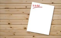 Να κάνει το έγγραφο καταλόγων που τίθεται στον ξύλινο πίνακα, για προσθέτει το κείμενό σας, γραφικός συντάκτης, τοπ άποψη Στοκ Φωτογραφία