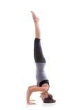 να κάνει το κορίτσι handstand Στοκ φωτογραφία με δικαίωμα ελεύθερης χρήσης